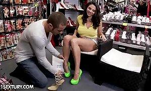 Shoe inform on delights