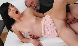 Alisa receives to learn be that as it may top swell up cock properly exotic her venerable panhandler
