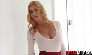 Awesome milf alexis fawx squirts upon quinn wilde face plus share spunk fountain